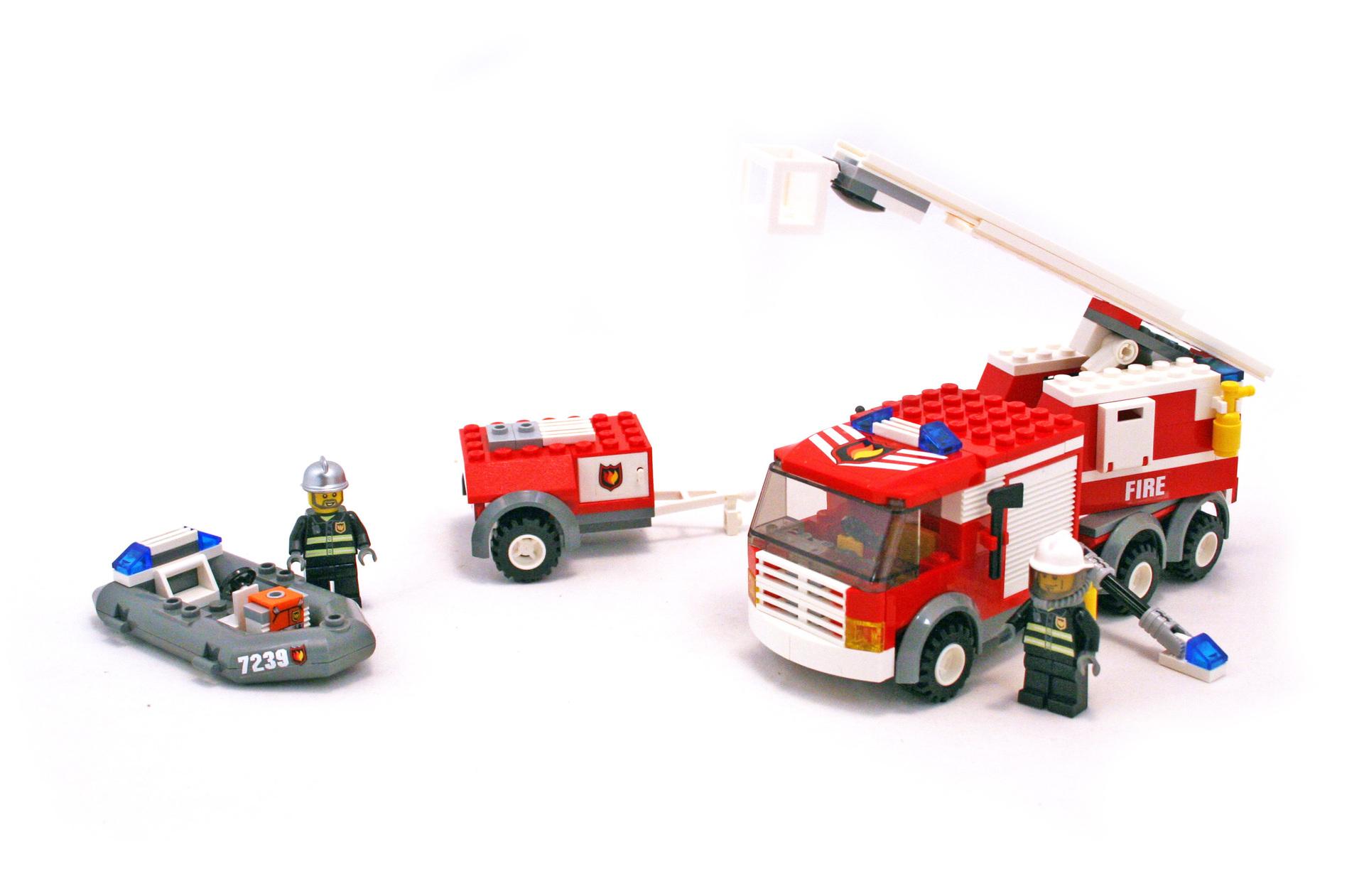 Fire Truck - LEGO set #7239-1 (Building Sets > City > Fire)