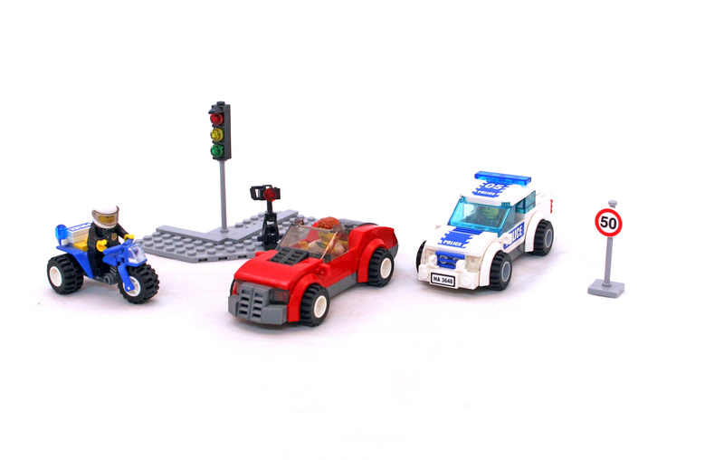 Police Chase - LEGO set #3648-1