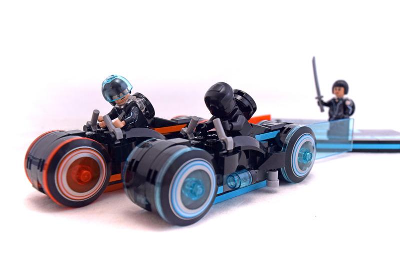 TRON: Legacy Lightcycle - LEGO set #21314-1