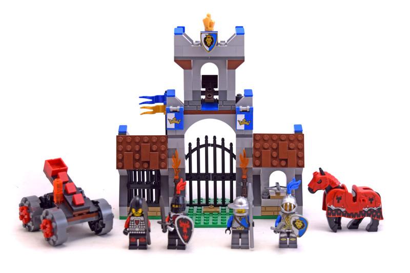 The Gatehouse Raid - LEGO set #70402-1