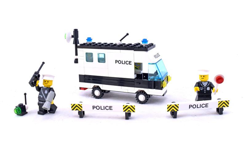 Mobile Command Unit - LEGO set #6676-1