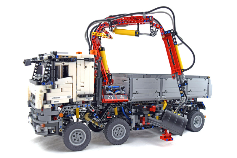 Mercedes-Benz Arocs 3245 - LEGO set #42043-1