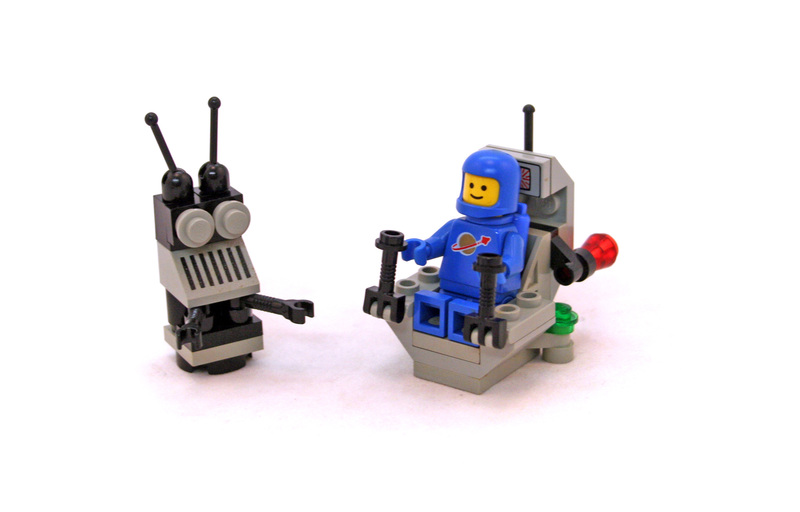 XT-5 and Droid - LEGO set #6809-1
