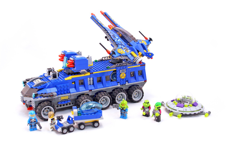 New LUG Showcase Window @ Roosevelt Field LEGO Store | I ... |Lego Alien Invasion