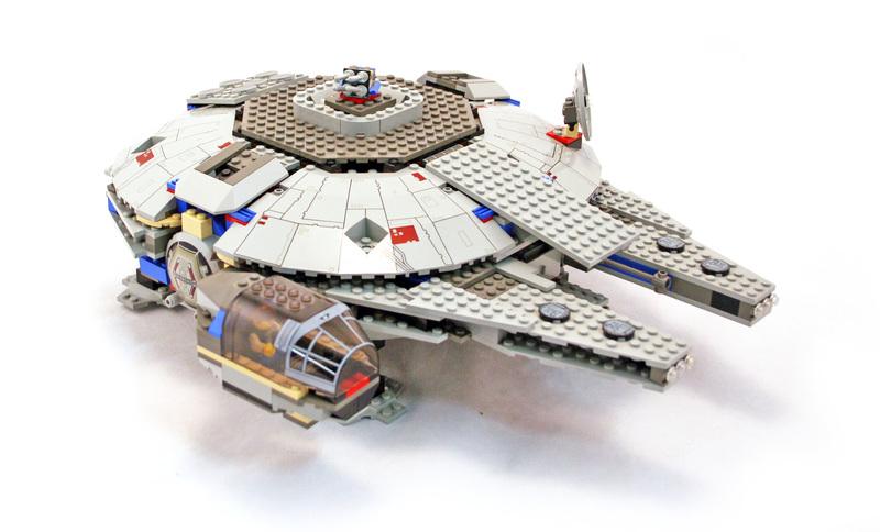 Millennium Falcon - LEGO set #7190-1