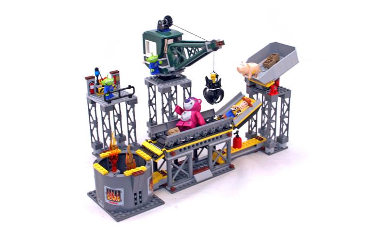 Trash Compactor Escape - LEGO set #7596-1