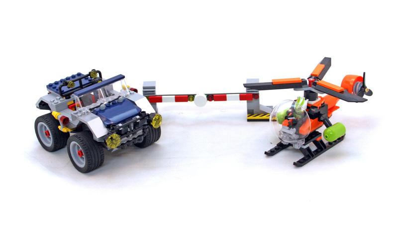 4-Wheeling Pursuit - LEGO set #8969-1