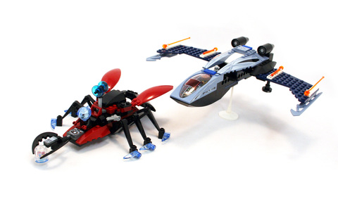 Blue Eagle vs. Snow Crawler - LEGO set #4745-1