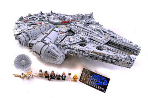 Millennium Falcon - UCS (2nd edition) - LEGO set #75192-1
