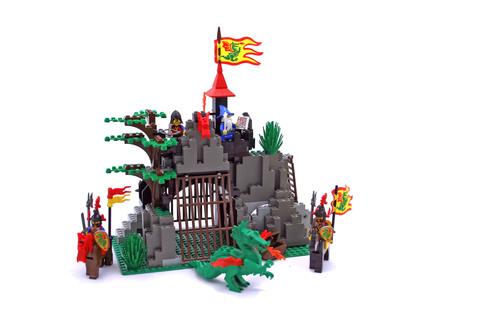 Dark Dragon's Den - LEGO set #6076-1