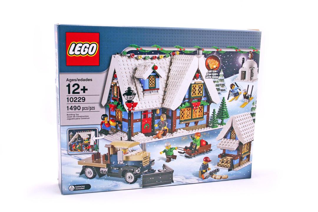 Winter Village Cottage - LEGO set #10229-1 (Building Sets > Holiday)