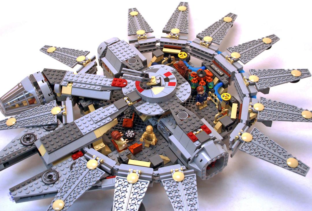Millennium Falcon (Redesign), Blue box - LEGO set #4504-1 ...