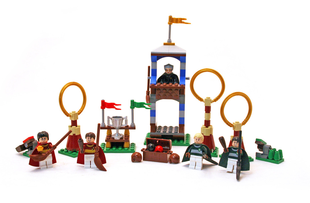 Quidditch Match - LEGO set #4737-1