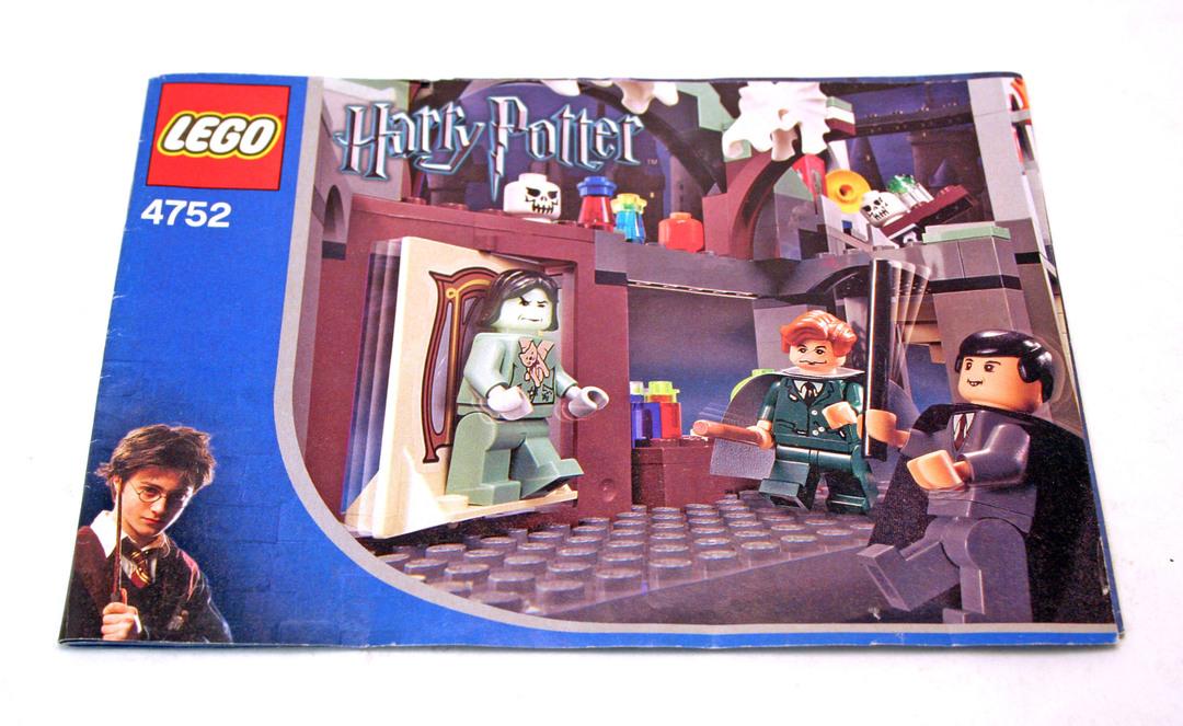 Professor Lupin's Classroom - LEGO set #4752-1 (Building ...