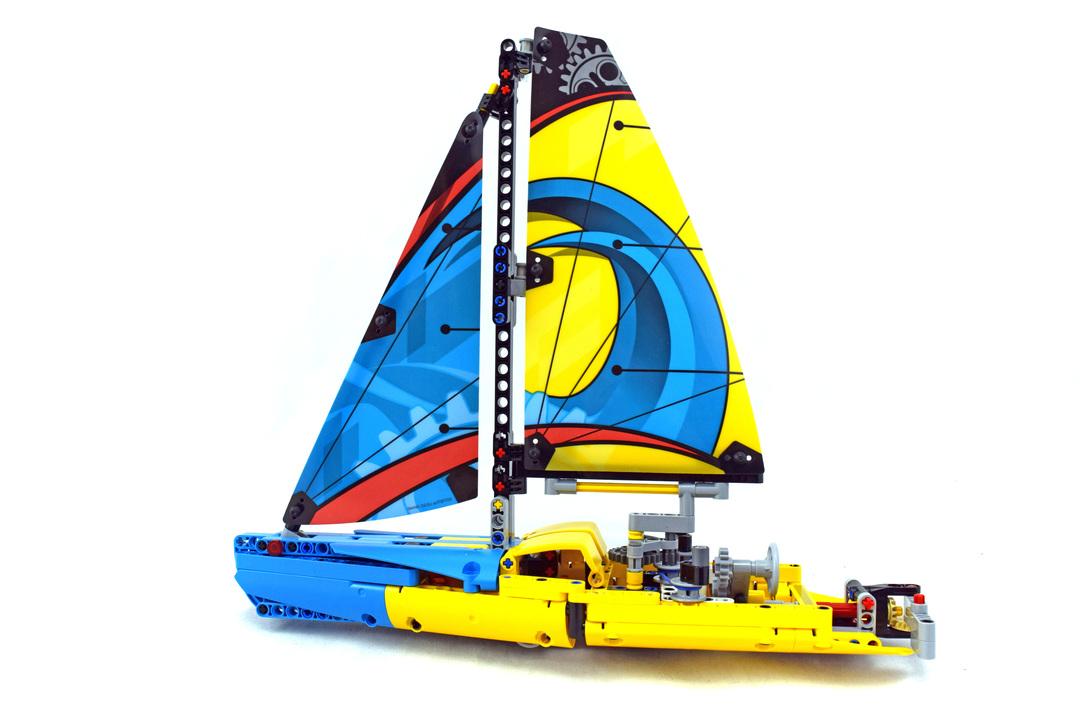 Racing Yacht - LEGO set #42074-1 - 1