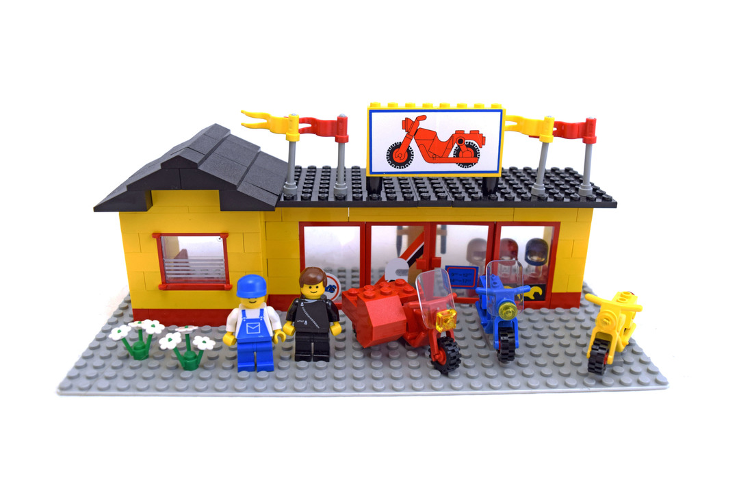 Motorcycle Shop - LEGO set #6373-1 - 1