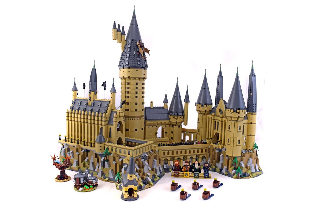 Hogwarts Castle - LEGO set #71043-1 - 1