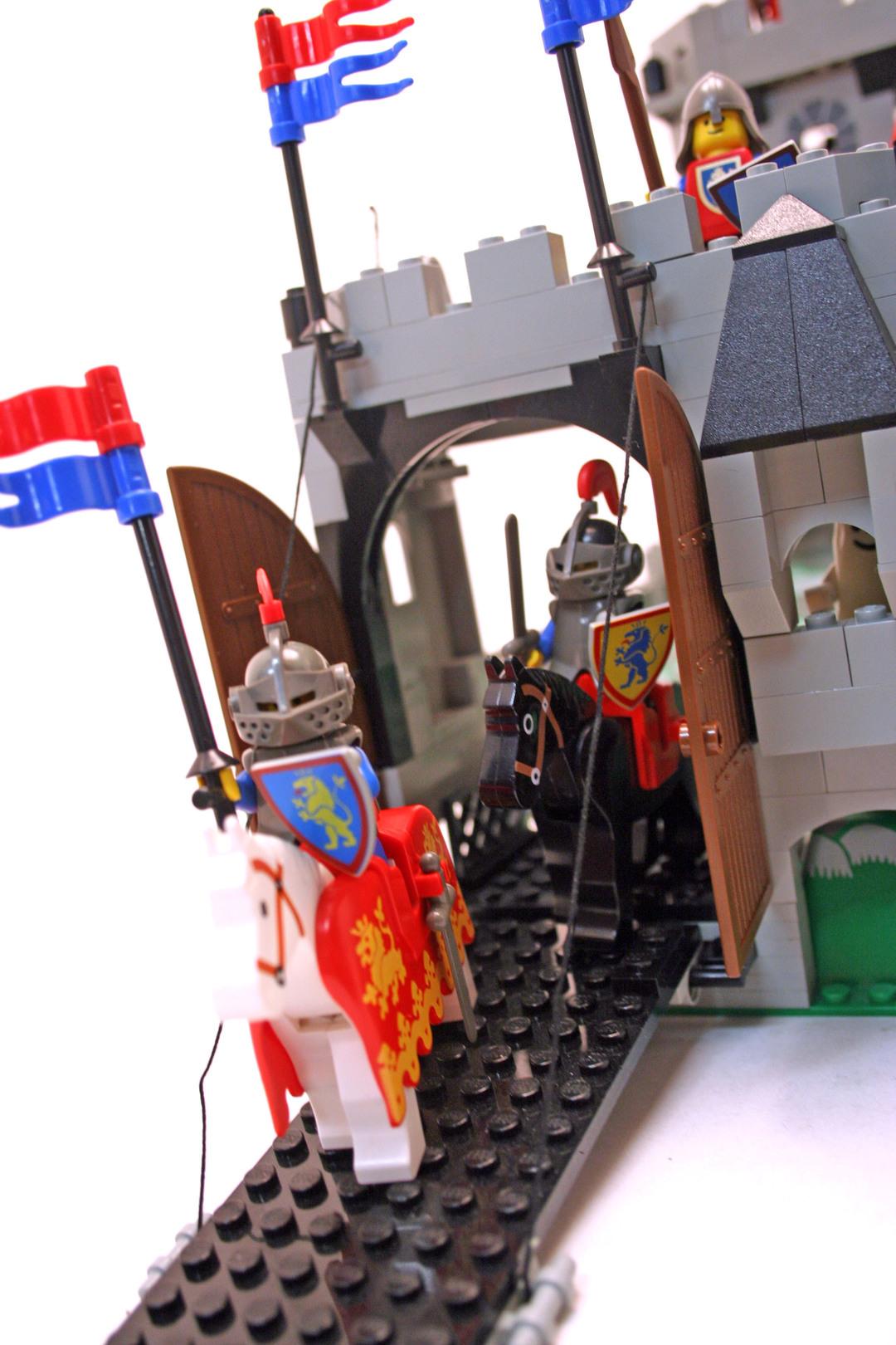 king 39 s mountain fortress lego set 6081 1 building sets castle lion knights. Black Bedroom Furniture Sets. Home Design Ideas