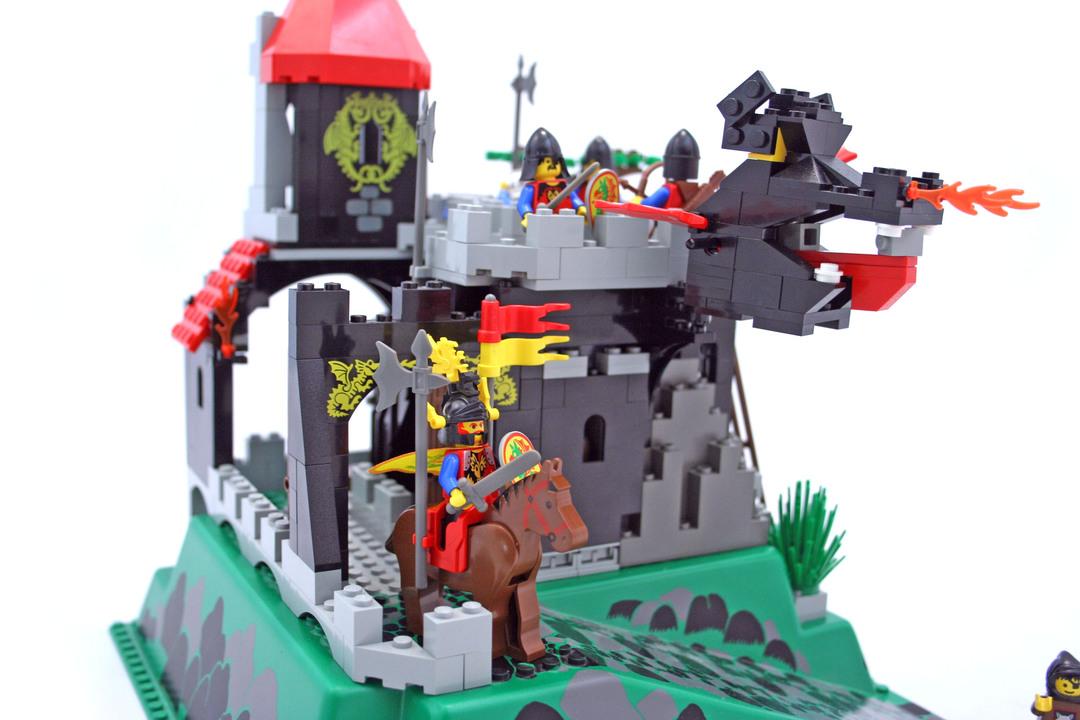 fire breathing fortress lego set 6082 1 building sets castle dragon knights. Black Bedroom Furniture Sets. Home Design Ideas