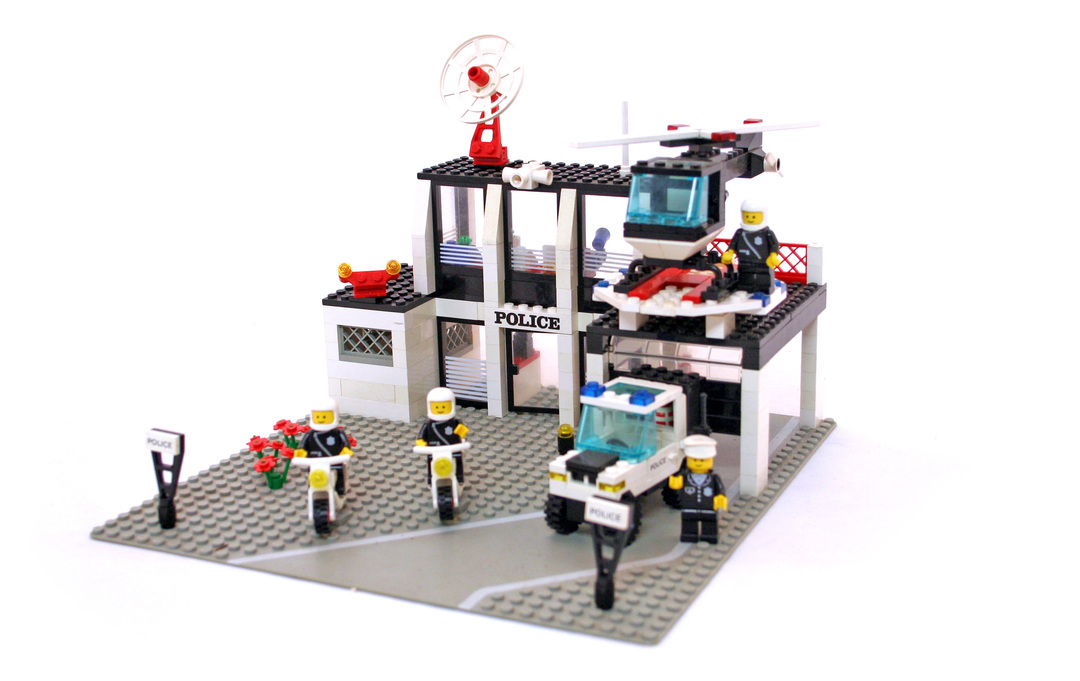 Police Command Base - LEGO set #6386-1