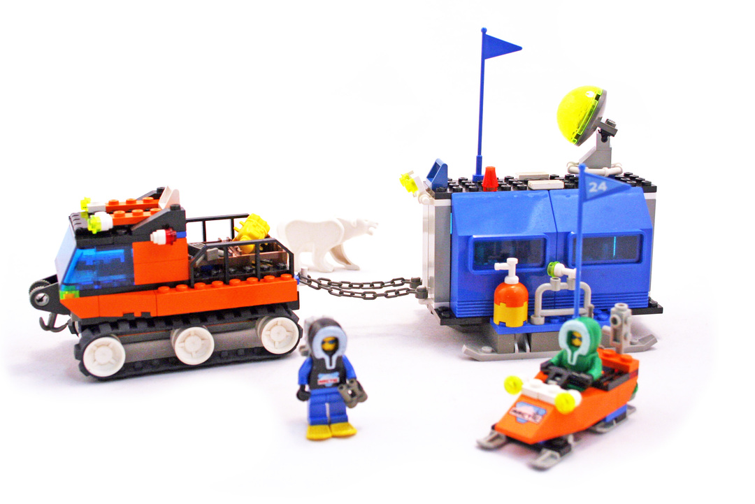 Mobile Outpost - LEGO set #6520-1