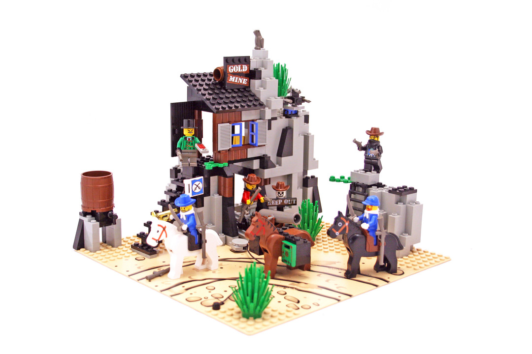 Bandit's Secret Hide-Out - LEGO set #6761-1