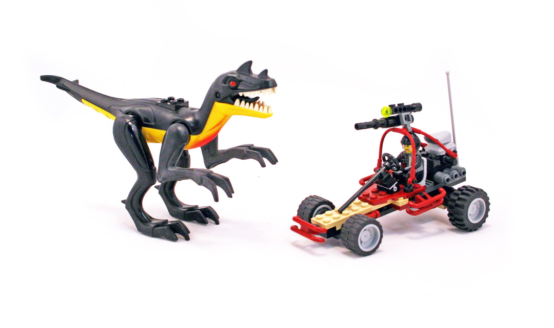 Urban Avenger vs. Raptor - LEGO set #7474-1 - 1