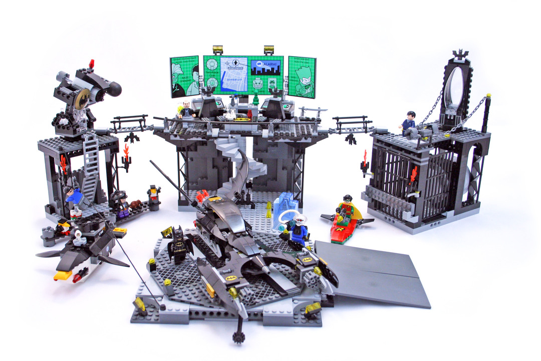The Batcave The Penguin And Mr Freezes Invasion Lego Set 7